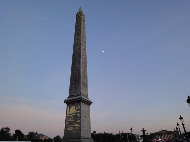 ルクソール神殿のオベリスクの夕暮れ
