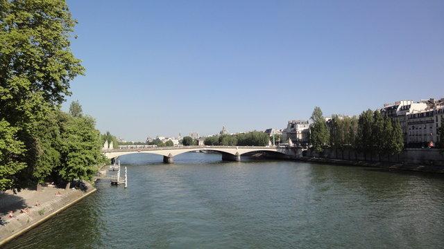 セーヌ川やカルーゼル橋