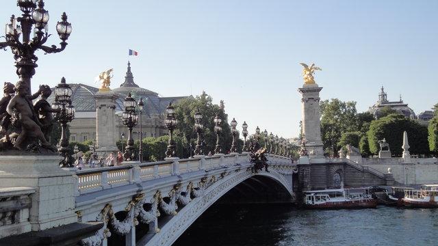 アレクサンドル3世橋やグラン・パレ