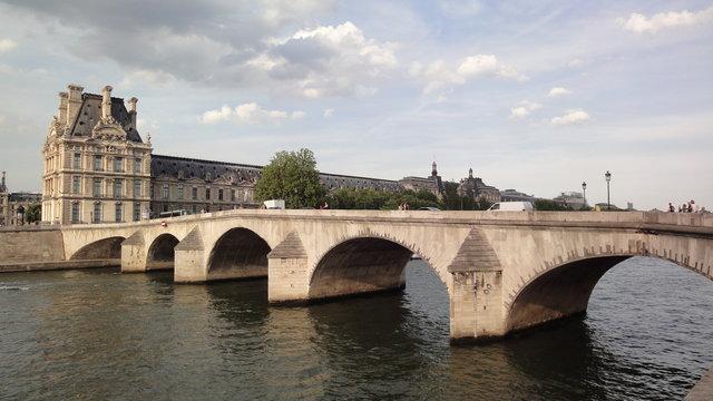 ロワイヤル橋とルーヴル