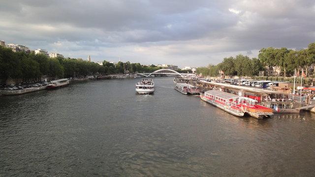 セーヌ川、ラ・ブルドネ船着場、ドゥビリー歩道橋