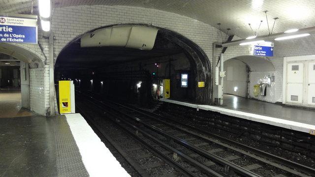 ピラミッド駅