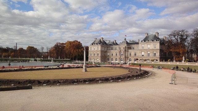 秋のリュクサンブール公園:リュクサンブール宮殿