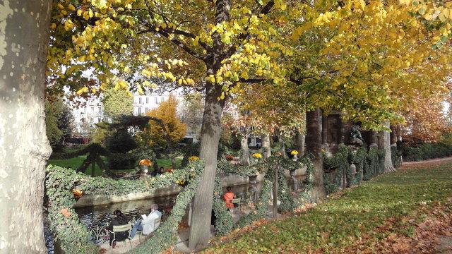 秋のリュクサンブール公園:メディシスの泉