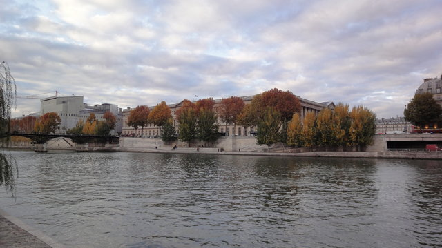 秋のセーヌ川やヴェール・ギャラン公園