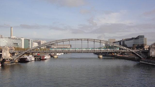 オーステルリッツ高架橋やセーヌ川やメトロ