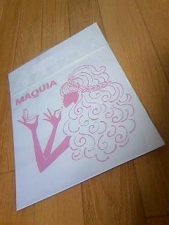 MAQUIA201003_06