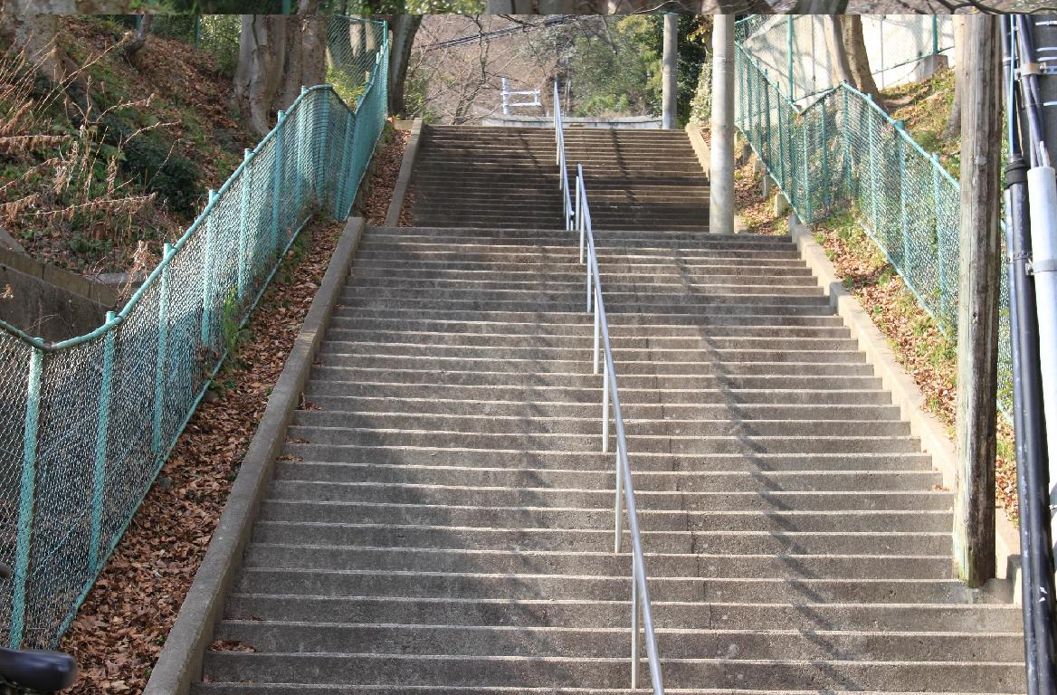 長い階段を歩いていきます。