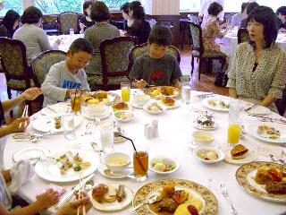 子供テーブル