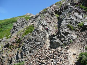 牛首の岩稜