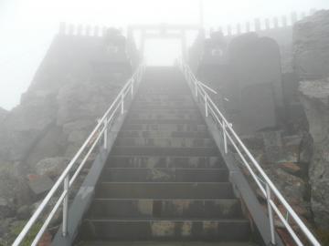 頂上へ続く階段