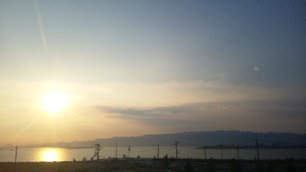 初日の六甲山に沈む夕日
