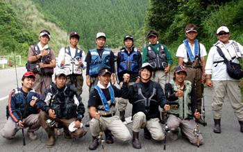 渓流BOOとキャンプ入隊記念の集合写真です。