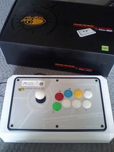 madcatz_arcade_stick_tournament_edition_for_360_001.jpg