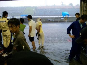 2011joy耐 ゲリラ豪雨 (2)