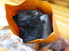 おじいちゃん手作りの炭