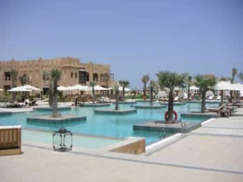 sharq village and spa pool