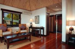 desroches cabin inside living