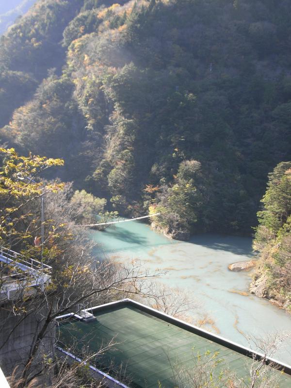 大間ダムに掛かる夢の吊り橋