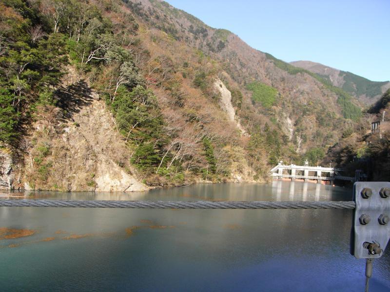 橋からの風景:大間ダム側