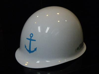 錨マークのヘルメット