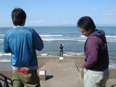 海を眺めてます。