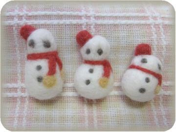 羊毛フェルト…雪だるま3兄弟