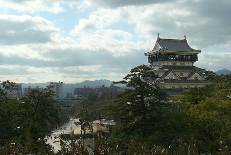 小倉城を眺めながら・・・