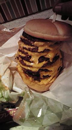 10段チーズバーガー