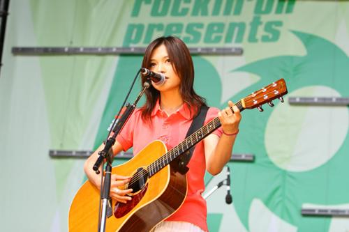 yui_rockinonjapan2.jpg