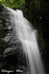 綾広の滝上中段の流れa