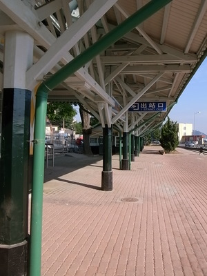 のどかな旅順駅ホーム