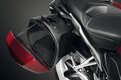 nouveaute-2010-la-honda-vfr-1200-f-accessoires-c-dr-44307-28-zoom-article_R.jpg