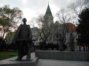 民族的な彫像