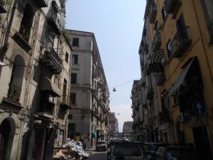 ナポリ駅の近くの街並み