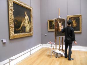 Musee du Louvre 絵を描いている人