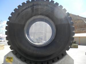 ビンガムキャニオンの巨大なタイヤ/The huge tire near the Bingham canyon