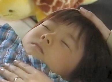 (TVドラマ全話) 光とともに・・・自閉症児を抱えて 第01話 「愛しい我が子に衝撃の告知・・・家族の愛の物語」(512X384DivX).avi_000829829