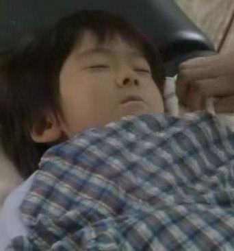 (TVドラマ全話) 光とともに・・・自閉症児を抱えて 第01話 「愛しい我が子に衝撃の告知・・・家族の愛の物語」(512X384DivX).avi_000719252