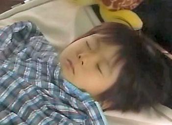 (TVドラマ全話) 光とともに・・・自閉症児を抱えて 第01話 「愛しい我が子に衝撃の告知・・・家族の愛の物語」(512X384DivX).avi_000759726