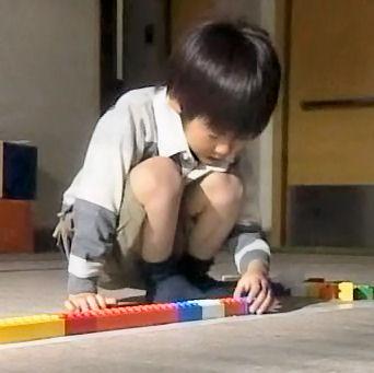 (TVドラマ全話) 光とともに・・・自閉症児を抱えて 第01話 「愛しい我が子に衝撃の告知・・・家族の愛の物語」(512X384DivX).avi_001323957