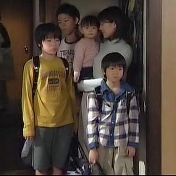 【ドラマSP】 彗星物語?13人と犬1匹の大家族が歩んだ笑いと涙の1000日! 須賀健太・仲條友き.avi_000152233