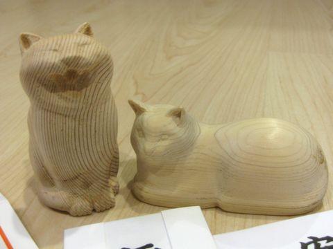 木彫りにゃんこ