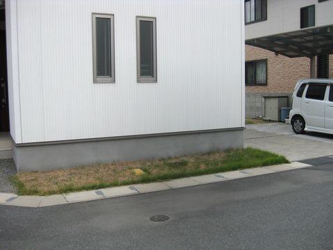 玄関と庭の間