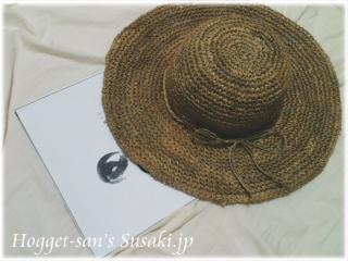 台本と麦わら帽子