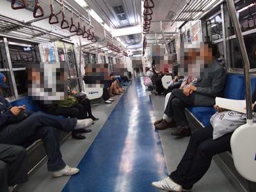 朝の地下鉄1