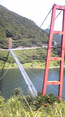長いつり橋