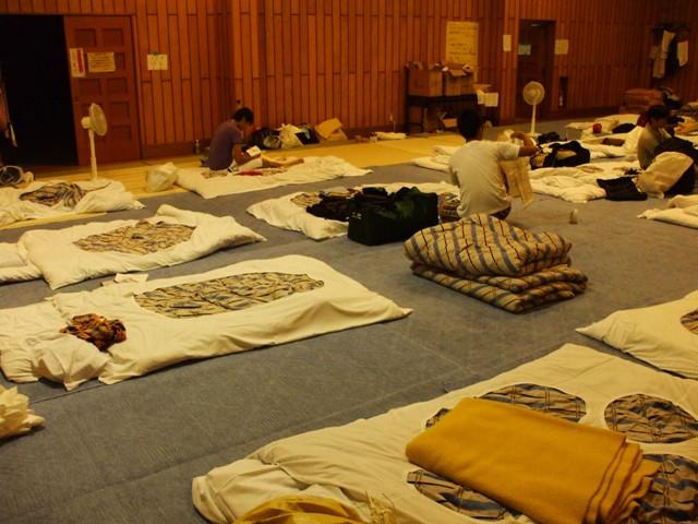 DSCF1647 柔道場で寝泊り W