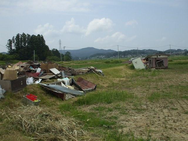 DSCF1651 水田の瓦礫撤去 W