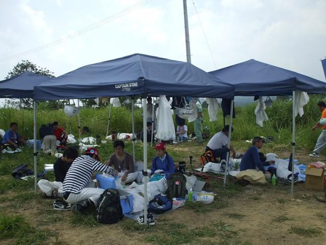 DSCF1697 テントで昼食 W